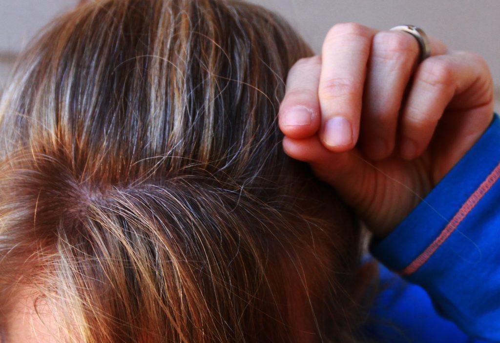 Wonderbaarlijk Mooi grijs is... Hoe verf je die grijze haren bruin met henna LA-16
